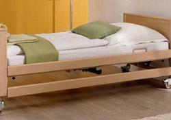 Hilfsmittel wie Pflegebetten, Antidekubitussysteme, Lifter und Lagerungshilfen sind heute fester Bestandteil bei der Pflege von Patienten im häuslichen Umfeld.